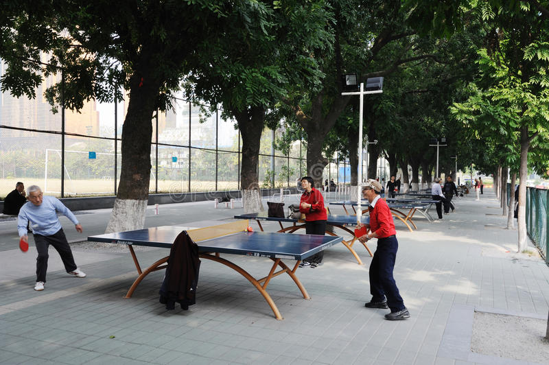Chinese oude mensen die pingpong spelen royalty-vrije stock foto's