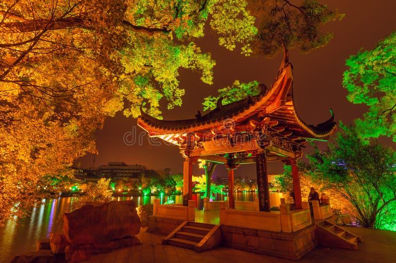 Chinese paviljoennacht stock foto's