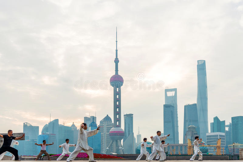 Chinese people in Shanghai Bund to play tai chi royalty free stock images