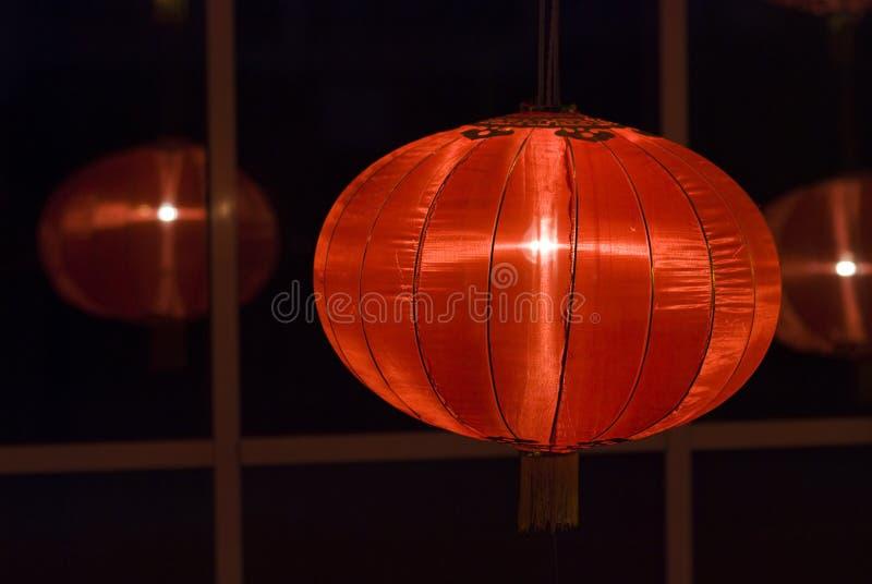 Chinese rode lantaarns bij nacht voor Chinees nieuw jaar stock foto
