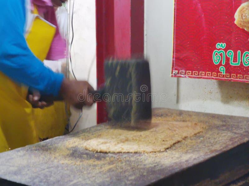 Chinese& x27;s snack gemaakt van noten en smeltsuiker genoemd TubTab royalty-vrije stock afbeelding