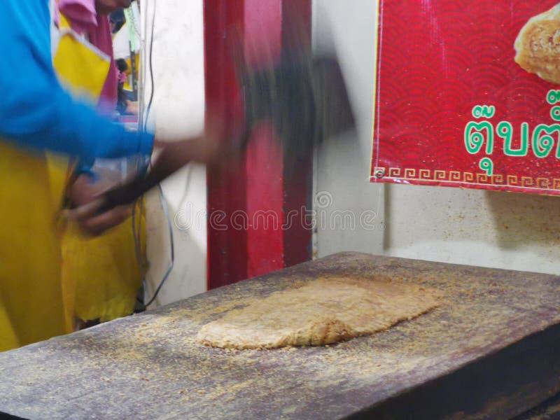 Chinese& x27;s snack gemaakt van noten en smeltsuiker genoemd TubTab stock afbeelding