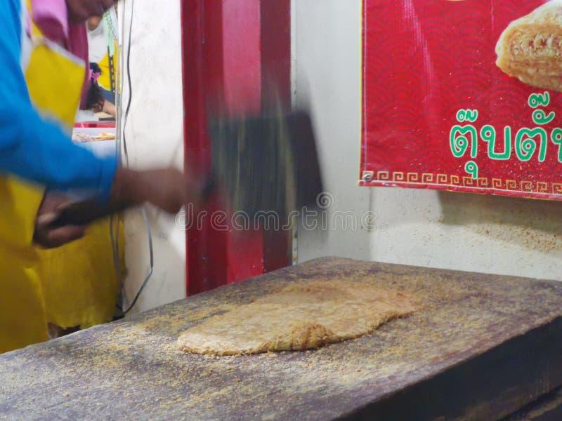 Chinese& x27;s snack gemaakt van noten en smeltsuiker genoemd TubTab stock foto's