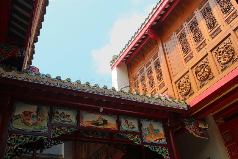 Chinese tempel met blauwe hemel stock foto