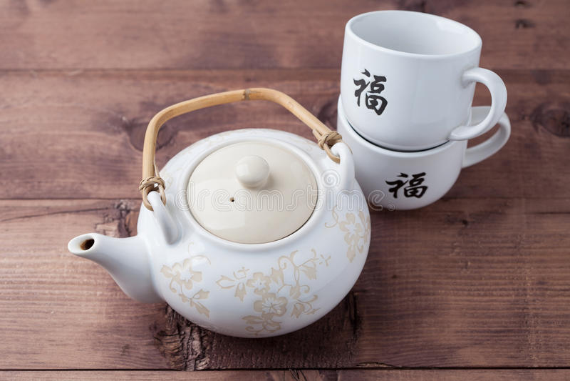 Chinese theepot en koppen stock foto