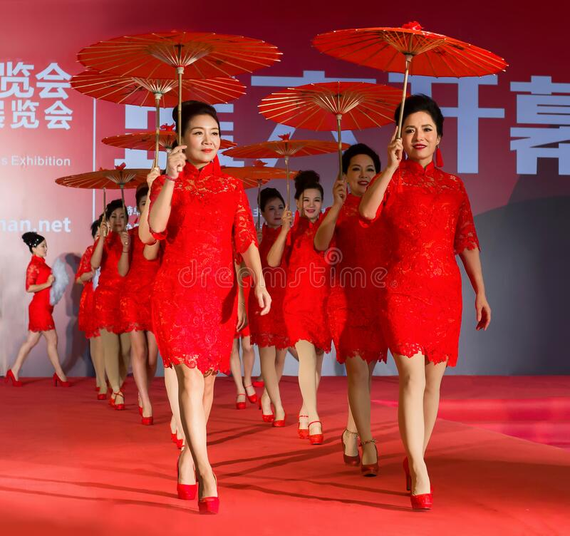Free Chinese Traditional Lady Dress Show Royalty Free Stock Photography - 171705127