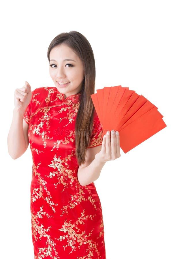 Chinese traditionele cheongsam en de greep van de vrouwenkleding stock afbeeldingen