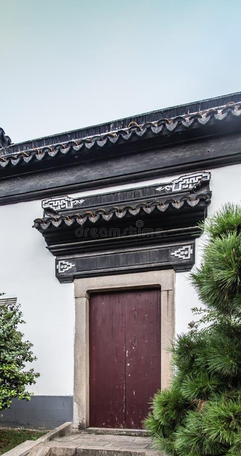 Chinese traditionele de tuin hoofddeur van de zuidenstijl stock afbeeldingen