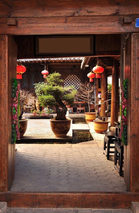 Chinese traditionele huisbinnenplaats stock afbeelding
