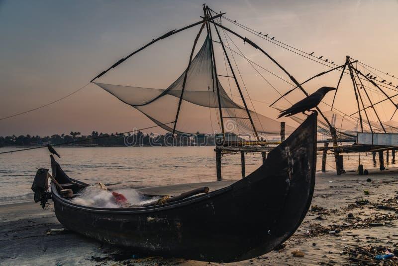 Chinese visnetten tijdens de Gouden Uren bij Fort Kochi, eenzame de zonsopgang van Kerala, India stock foto's