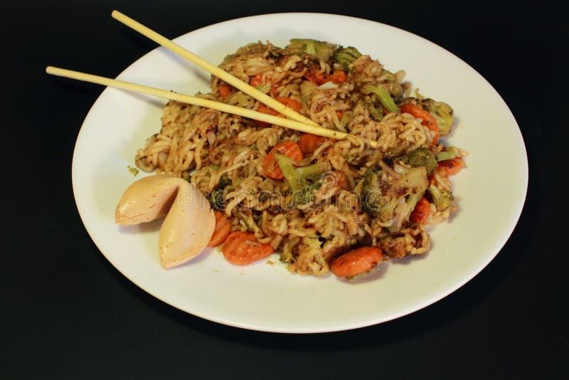 Chinese voedsel, noedels en groenten stock afbeelding