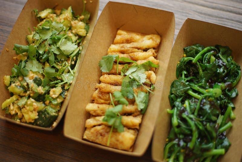 Chinese voedselgroenten in document vakjes voor meeneem stock fotografie