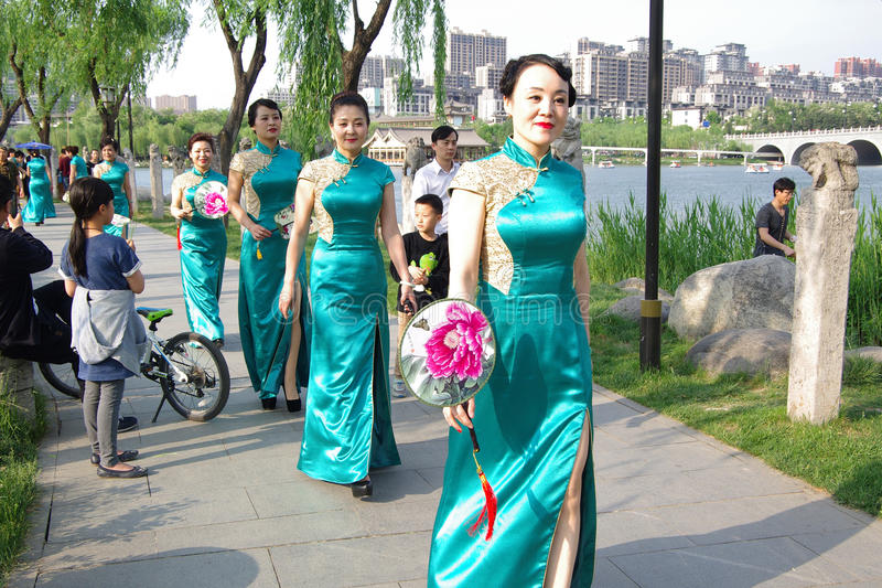 Chinese vrouwen in qipao royalty-vrije stock fotografie
