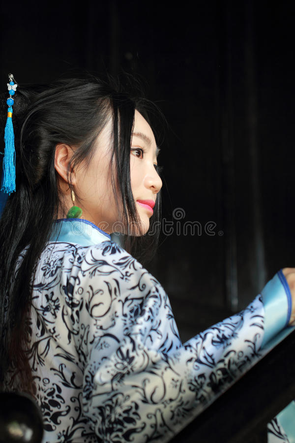 Chinese woman in traditional Blue and white Hanfu dress Stand on the stairs stock images