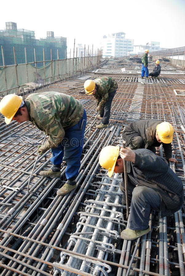Free Chinese Workers Construct Viaduct Royalty Free Stock Photo - 37020515