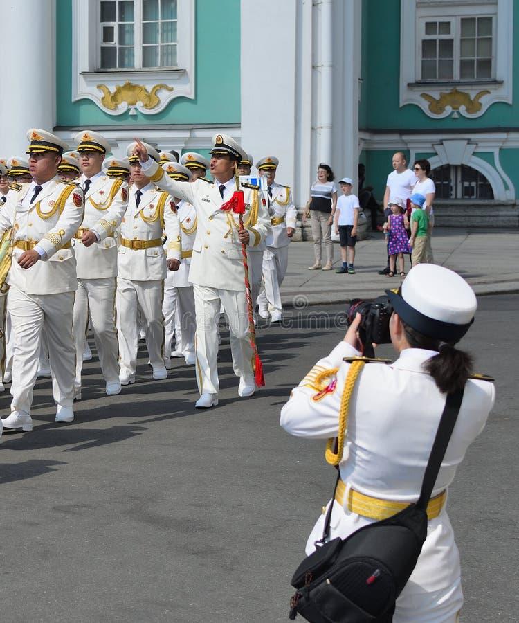 Chinese zeekrachten bij een parade stock afbeelding