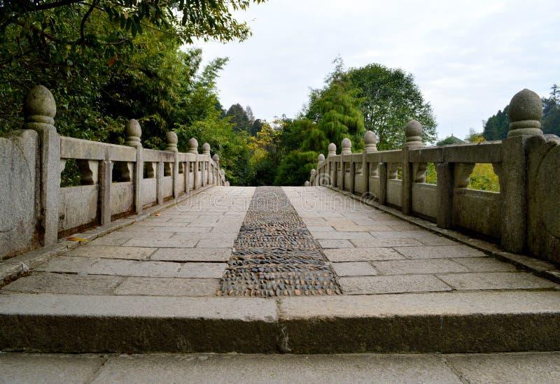Chinesische alte Steinbrücke lizenzfreie stockfotos