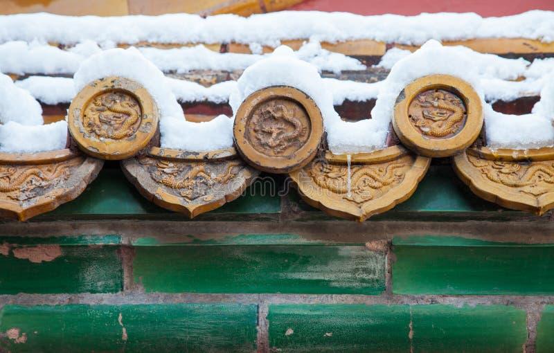 Chinesische Architektur nach Schnee stockfotos