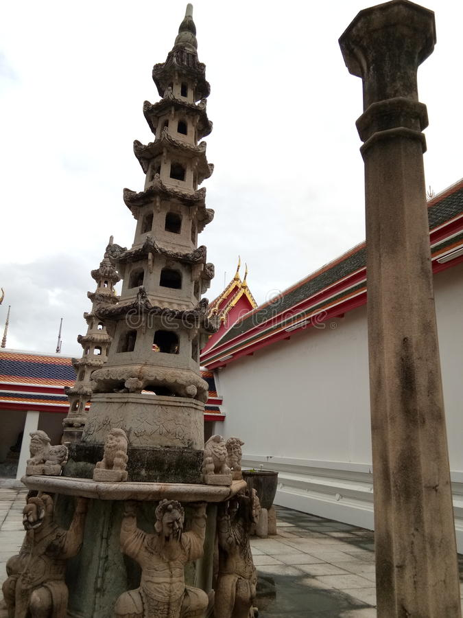 Chinesische Art stupa bei Wat Pho, Tempel in Thailand lizenzfreie stockfotos