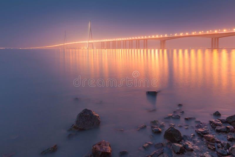 Chinesische Brückenlandschaft lizenzfreie stockfotos