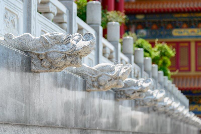 Chinesische Drachekopf-Steinskulptur lizenzfreie stockfotos