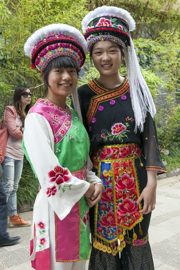 Chinesische Film-Extrakosten in der Bai-Kleidung lizenzfreie stockfotos