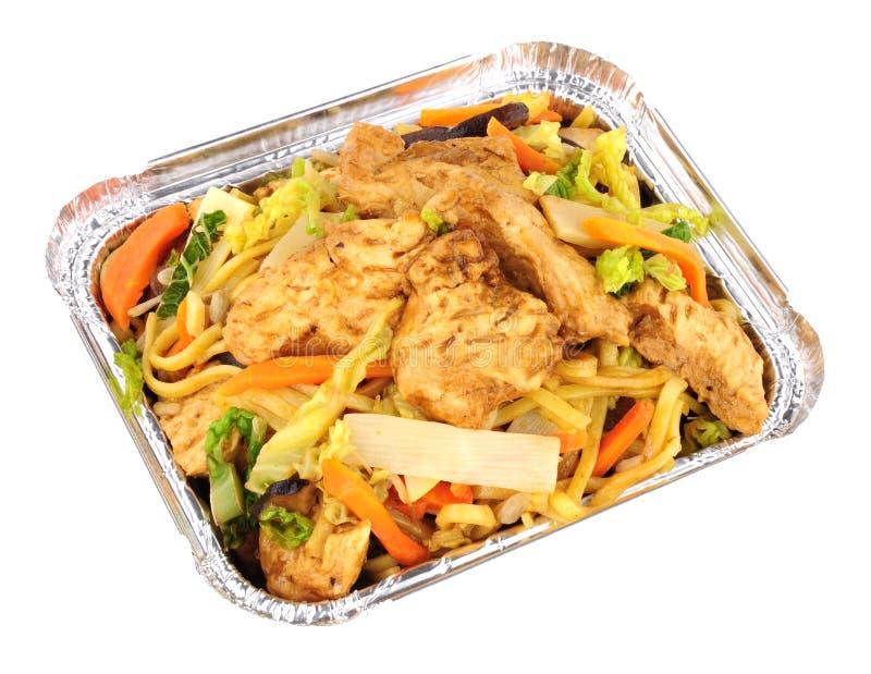 Chinesische Hühner-Chow Mein Take Away-Mahlzeit lizenzfreie stockfotos