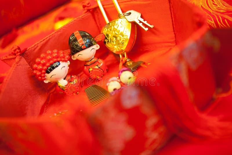 Chinesische Hochzeit mit Karikaturpuppe stockfoto