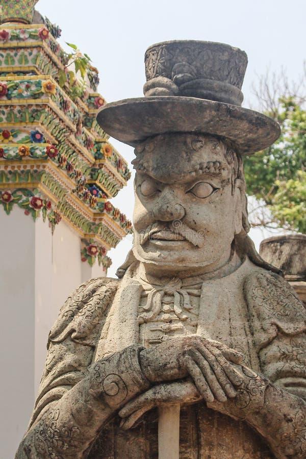 Chinesische Kriegersstatue an Wat Po oder am Tempel des stützenden Buddhas Bangkok, Thailand stockfotos