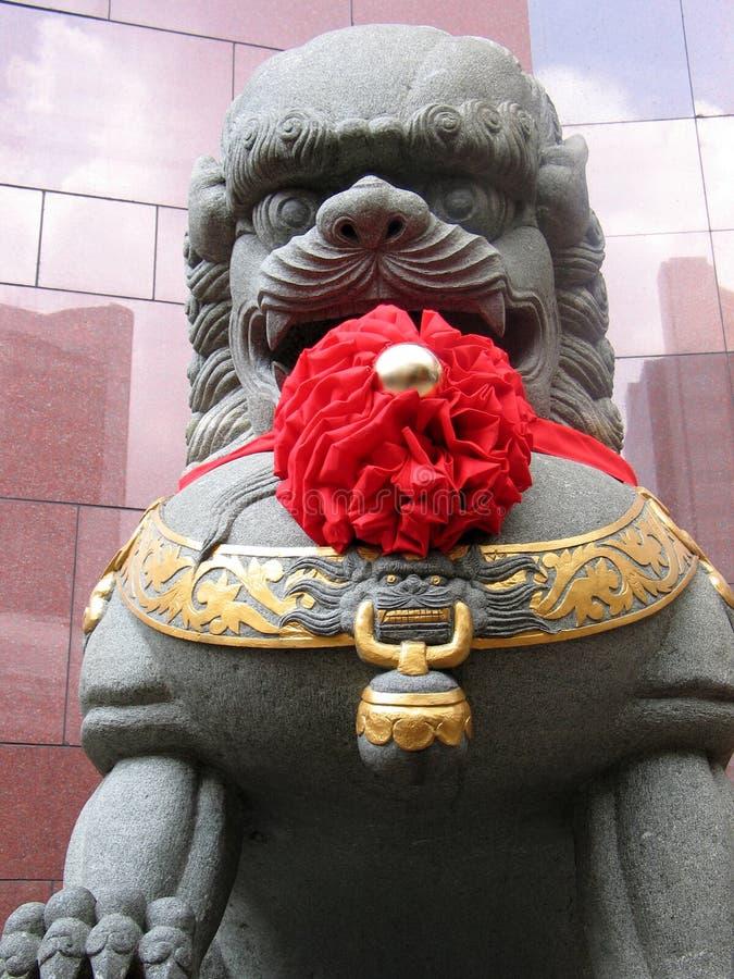 Download Chinesische Löwe-Statue stockbild. Bild von asien, gatter - 34241