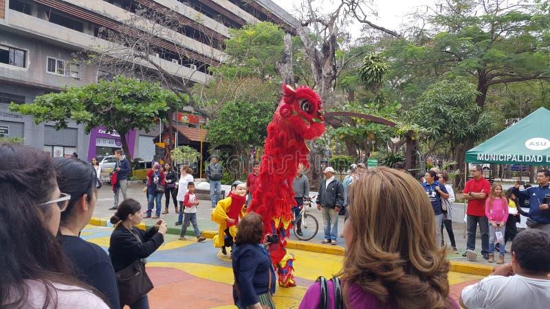 Chinesische Löweparade Asuncion Paraguay 2015 lizenzfreies stockbild