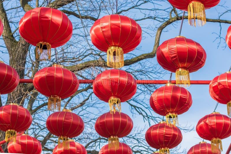 Chinesische Laternen als festliche Dekoration lizenzfreie stockbilder