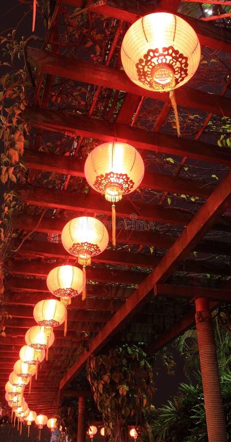 Chinesische Laternen, die für chinesische Festivals hängen stockfotografie
