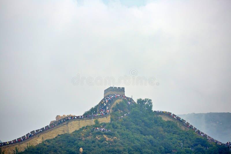 Chinesische Mauer im Nebel, Peking, China lizenzfreies stockbild