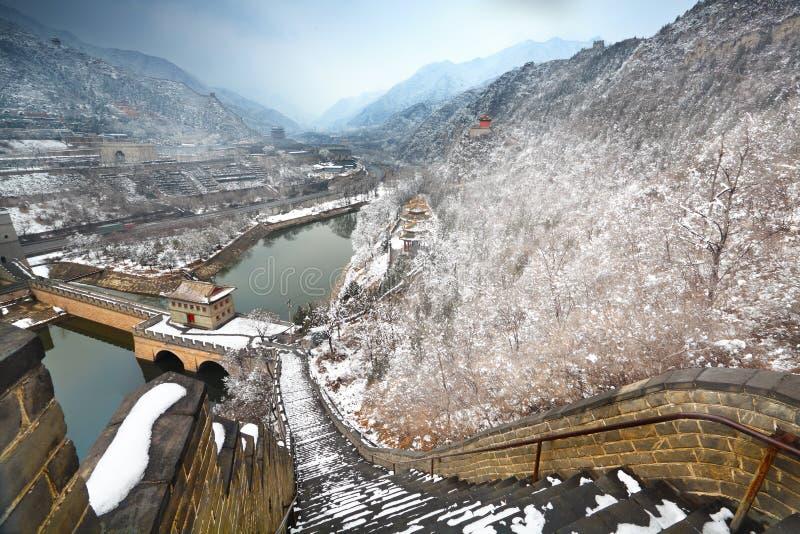 Chinesische Mauer im Schnee lizenzfreie stockfotografie