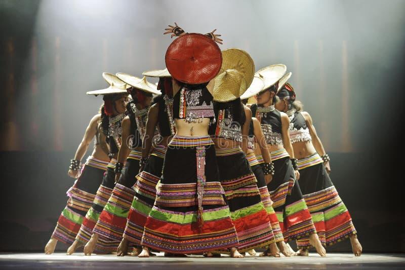 chinesische nationale Tänzer stockfotos