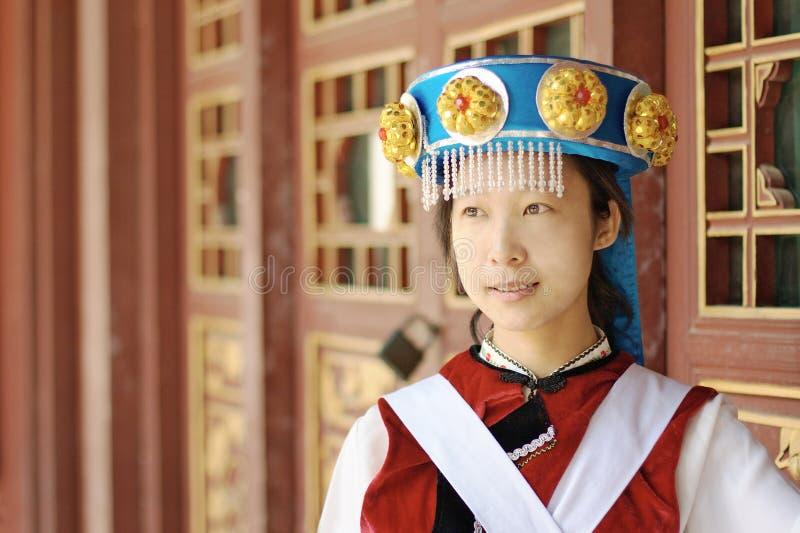Chinesische Naxi Frau lizenzfreie stockbilder