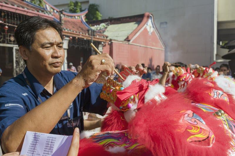 Chinesische neue Jastimme Penangs Malaysia, das Löwe danse in der Göttin von Gnade Tempel stockbilder