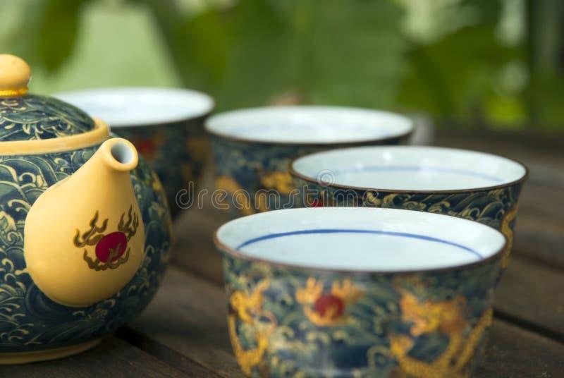 chinesische teekanne und cup stockbild bild von chinesisch gelb 18228713. Black Bedroom Furniture Sets. Home Design Ideas