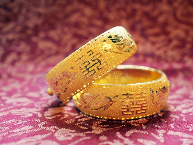 Chinesische traditionelle Hochzeitsarmbänder lizenzfreie stockbilder