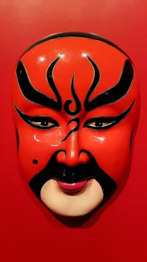 Chinesische traditionelle Opern-Maske auf rotem Hintergrund lizenzfreies stockbild