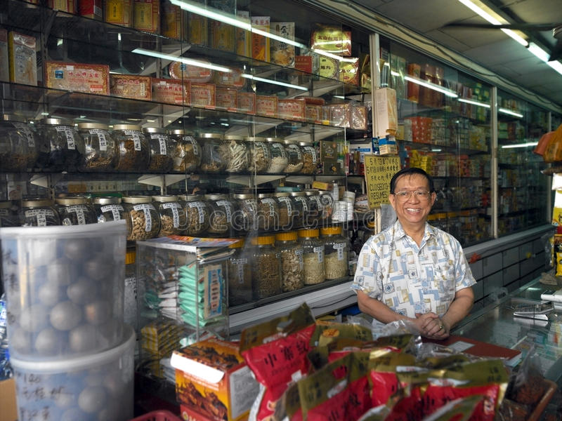 Chinesischer Apotheker - Kuala Lumpur - Malaysia stockbild