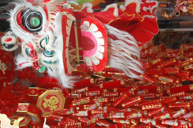 Chinesischer Drache und Dekorationen des neuen Jahres stockbild