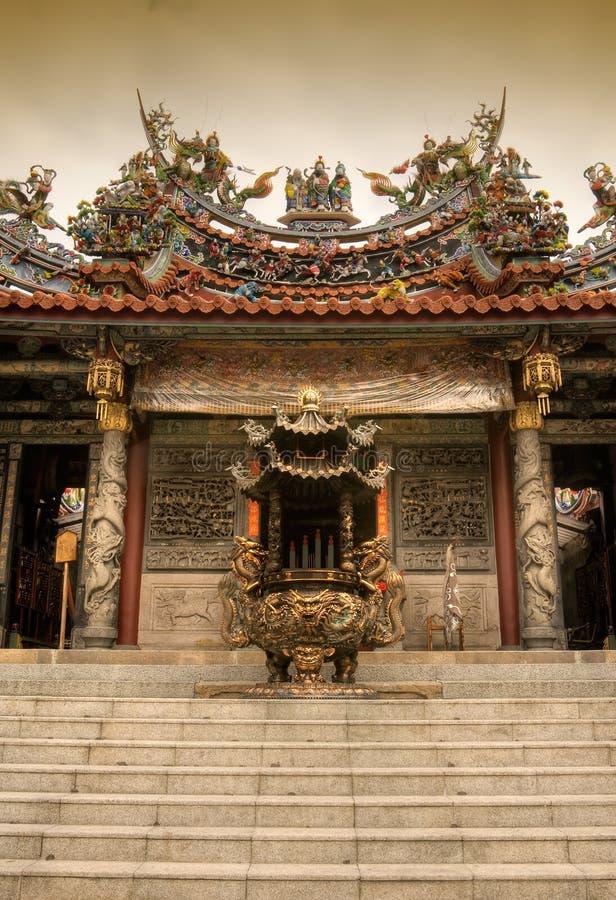 Chinesischer Duftbrenner und -tempel lizenzfreies stockbild