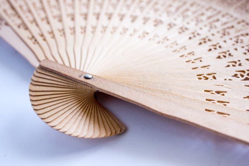Chinesischer faltender Fan auf wei?em Hintergrund lizenzfreie stockfotografie