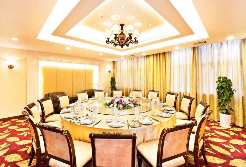 Chinesischer festlich bewirtender Luxuxraum im Hotel lizenzfreie stockfotos