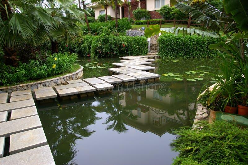 Chinesischer Garten stockbild. Bild von sommer, pfad, brücke - 8993779