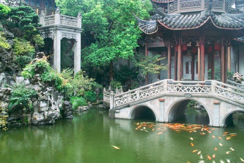Chinesischer Garten der traditionellen Art stockbild