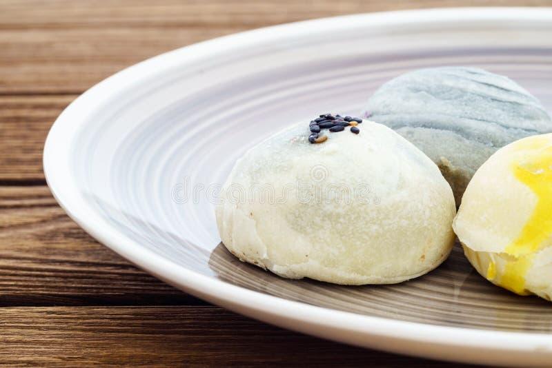 Chinesischer Gebäck- oder Mondkuchen oder Mungobohnefüllungskuchen oder Ei yol stockbilder