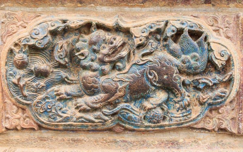 Chinesischer Löwe, alte Wand-Skulptur im chinesischen Tempel, Kunming-Stadt, stockbilder